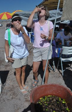 Sue & Lisa shooting clams